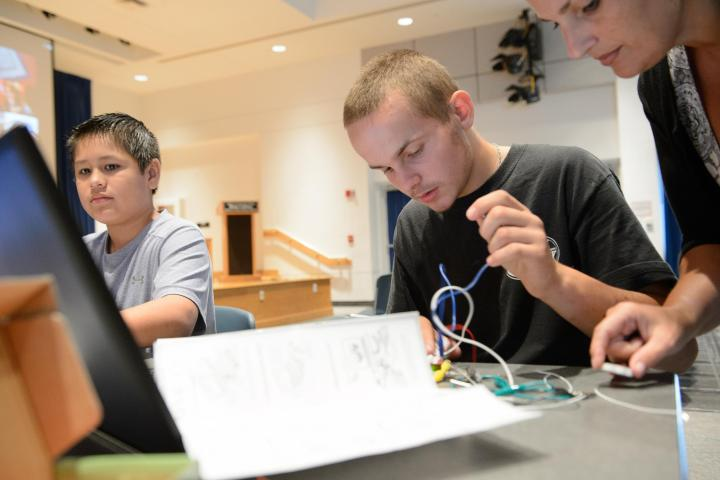 Thomas Winter photo of teens coding robots at the Blake library in Stuart