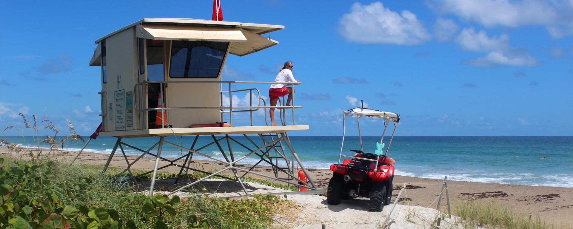 An image of a lifeguard tower at Jensen Beach