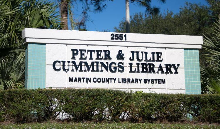 image of the Peter and Julie Cummings Library street sign