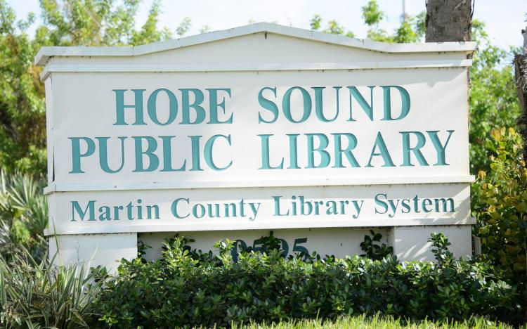 image of the Hobe Sound Public Library street sign