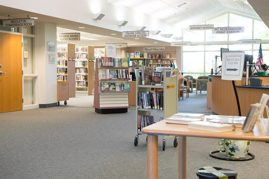 Image of the entryway of the Hoke library in jensen  beach